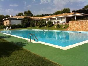club de tenis fachada piscina